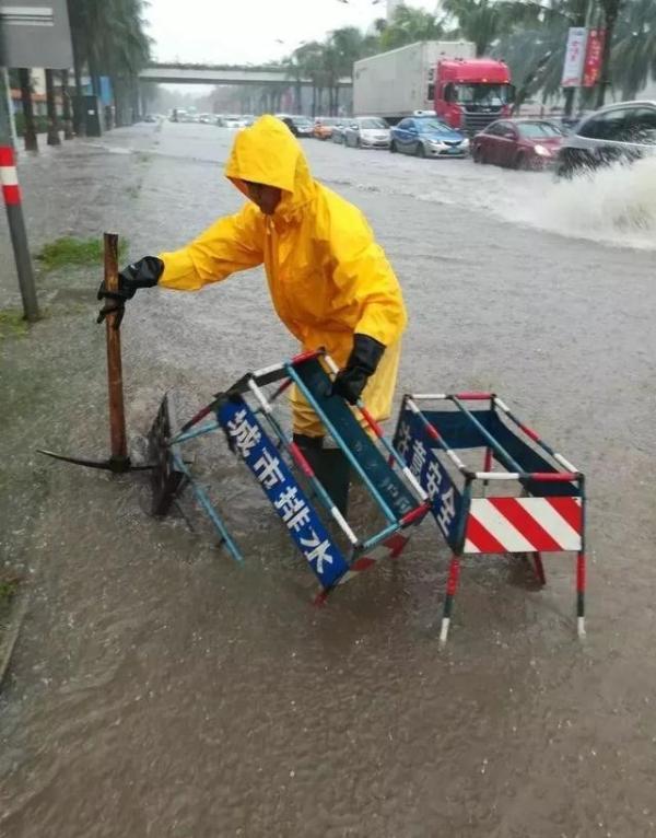 海口:将在恶劣天气来临前通知各公司将广告牌断电