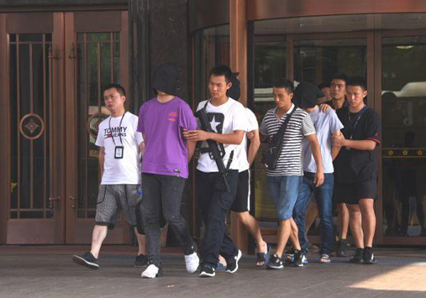 女大学生网贷7000元要还36万 警察跨省抓捕147人