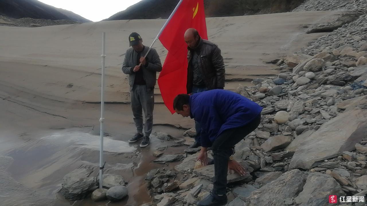 金沙江堰塞湖将过流泄洪甘孜调集上千人和上百大型机械严阵以待