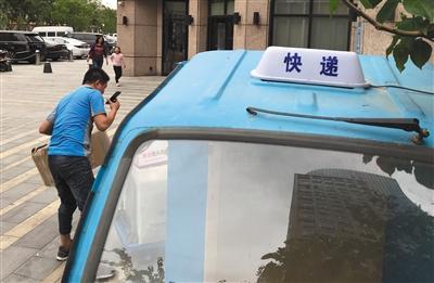 快递新政实施首周 部分北京快递三轮车已配专用灯-快递新闻网