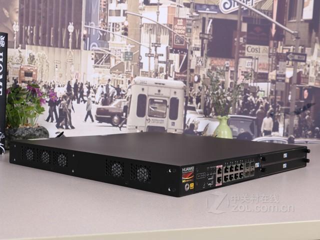图为:华为USG6370细节 华为USG6370搭载8个千兆以太网GE接口,还配有4个SFP光口,可扩展千兆电口/千兆光口/万兆光口,能够提供更好的部署灵活性和可扩展性。并且USG6370还配有2个USB接口,1个管理口和1个Console口,Console口是配置设备时使用的连接接口。