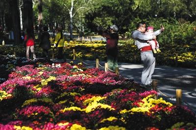 假期首日北京景区迎客119万人次 颐和园排名第一
