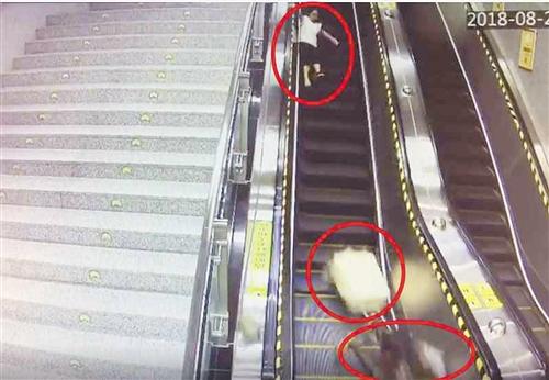 行李箱滚下扶梯砸伤乘客 事发南宁地铁1号线凤岭站