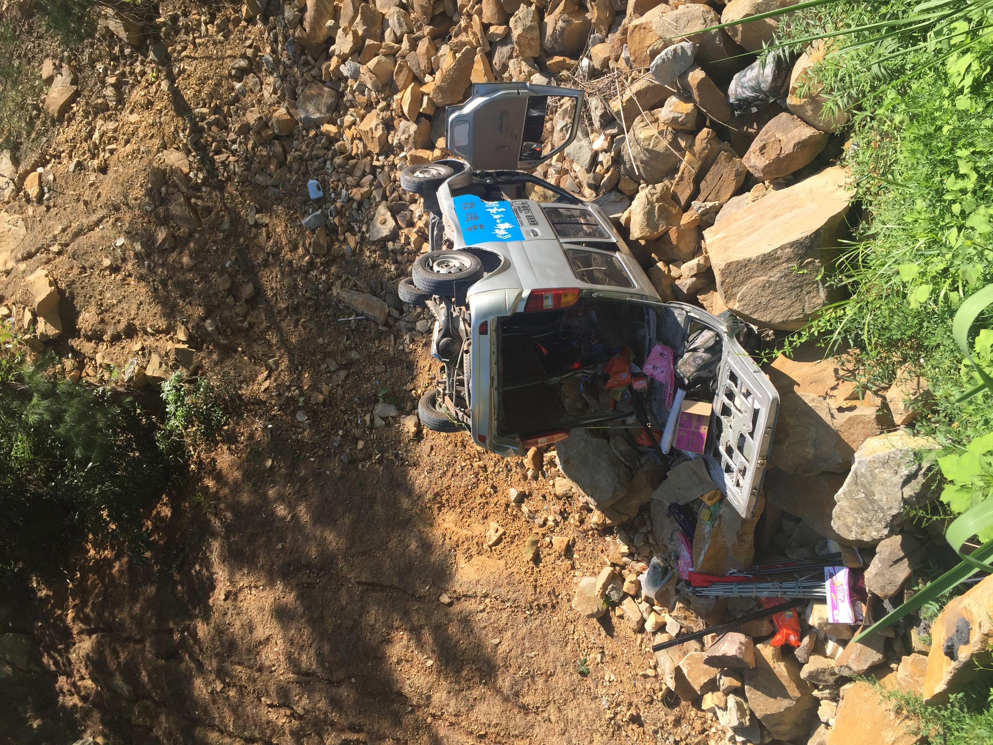 《最后的棒棒》导演何苦开车翻下20米山崖!最