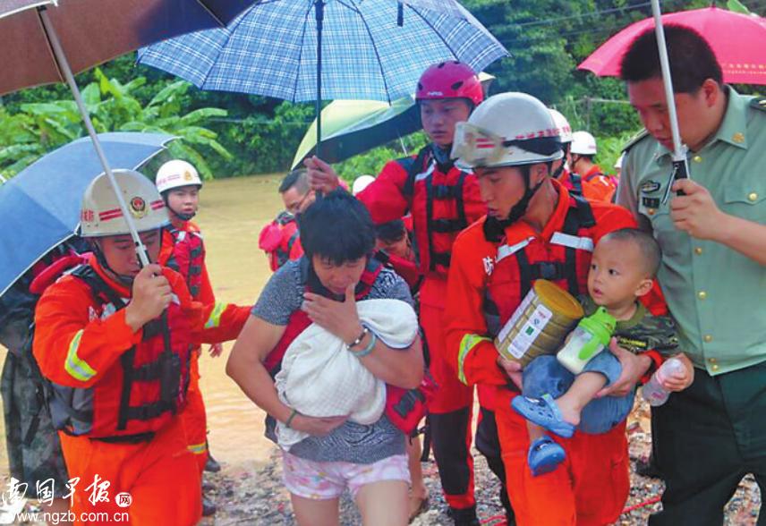 防城港遭遇强降雨 楼房被淹13户61人被困家中