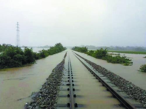 暴雨影响严重,南宁铁路局管内多趟列车晚点停运
