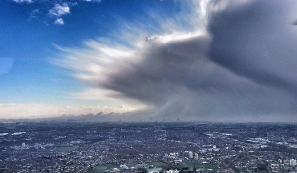 """""""野兽""""的巨大风暴横穿伦敦其照片令人难以置信"""