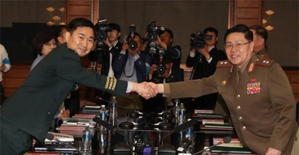 朝韩时隔11年举行将军级会谈 同意重开军事热线