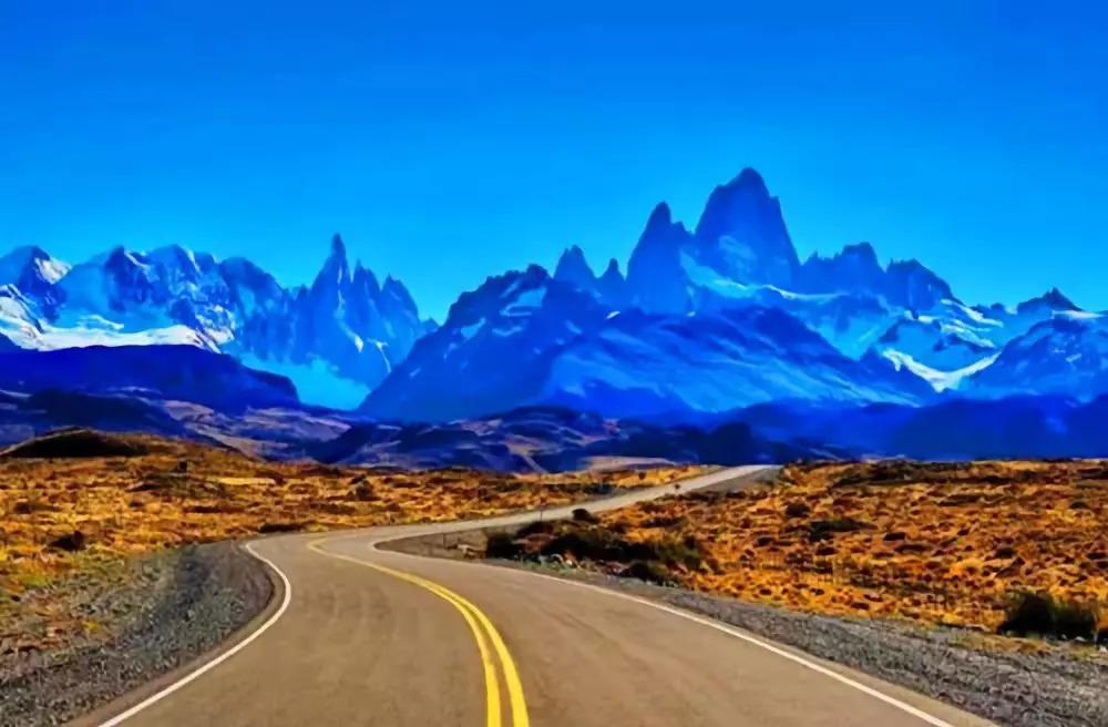 川藏公路以风景优美路途艰险著称,沿途会看到雪山,原始森林,草原