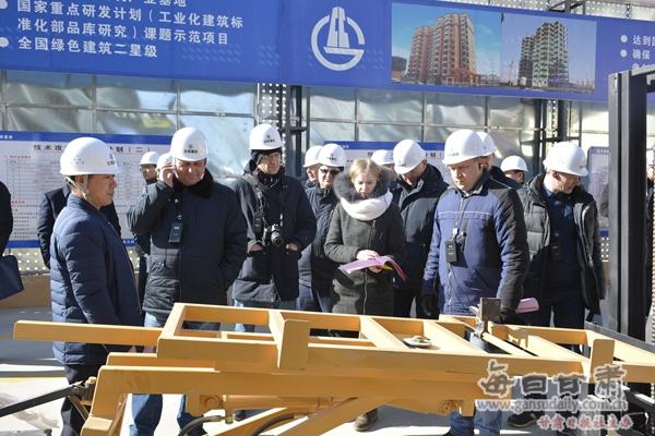 据有关资料显示,相比传统建筑方式,装配式钢结构建筑所需劳动力减少30