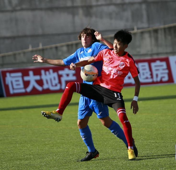 广州恒大足球学校优秀小将_广州恒大足球总监_广州恒大足球海报