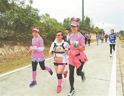 广州:盲人跑团跑完21公里半马