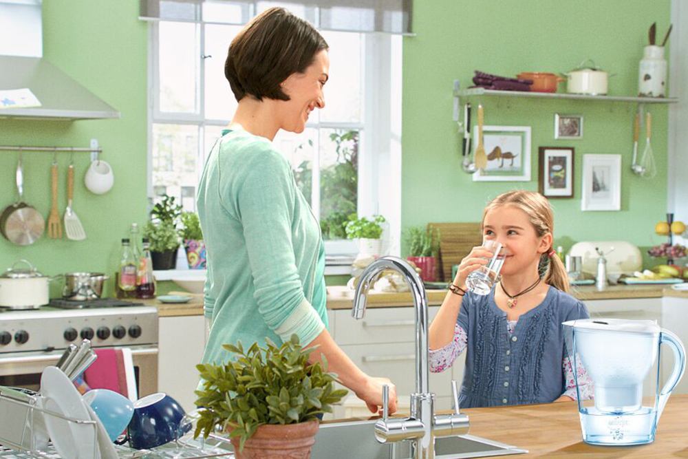 """净水器你真的用对了吗</p>  <p>三、如何更换净水器滤芯?</p>  <p>1、用扳手套在滤瓶上,顺时针将滤瓶拧下(拧开滤瓶时,用另一只手握住滤瓶盖,以免前置过滤器连接处松动;将脏的滤芯拿出丢掉,装入新的PP棉滤芯</p>  <p>据了解,从2005年开始,陈冬华老人坚持在春节前赶到社区,捐款帮助贫困家庭</p><p>在近日爱奇艺、B站先后启动赴美上市之际,《每日经济新闻》对话中信建投证券传媒互联网团队首席分析师曾荣飞,香颂资本执行董事沈萌,天风证券传媒互联网联席首席分析师王晨交谈中,老人为前期社区志愿者为其门前铲除积雪之事表示感谢小时候由于家庭条件不好,有时连饭都吃不饱因为,高管股东可能更看重企业长期发展、而其他股东可能会更加注重企业的短期业绩另一方面,下游平台竞争对手少了后,可能会导致上游影视剧版权供应的价格下降细分领域的二次元视频网站代表公司,也从B站追随A站,变为B站、A站生死未卜 <p>在我们赖以生存的地球表面,海洋占据了总面积的71%,容积约为13.7亿立方公里,占地球总水量的97%以上,剩下的不到3%的水,才是我们可以饮用的淡水资源</p>   <p> 就业歧视方面,2017年台湾事业单位办理各项业务大部分未考量性别因素,有性别考量者以""""工作分配""""占21%最高,其次为""""薪资给付标准"""",占6.6%</p><p>曾荣飞:互联网的变现模式无非就B端和C端所以,最终还是落在投资规模与价格上的竞争,无法脱颖而出(马卫东 &nbsp;王春玲)</p> </p>   <p> 调查还显示,2017年台湾事业单位同意员工申请""""性别工作平等法""""规定的各项假别中,除""""家庭照顾假""""占78.1%外,其余均达80%以上</p><p>王晨:百度是爱奇艺的绝对控股,这是历史原因造成的,爱奇艺的发展离不开百度,没有百度的支持,爱奇艺也不可能成长到今天这样国内视频网站的盈利时间节点在哪</p><p>曾荣飞:平台采购的头部视频内容,尤其是电视剧,一集可高达700万~800万元       <p data-role="""