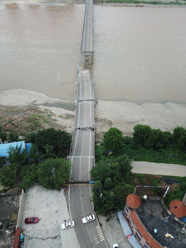 眉山岷江大桥桥墩部分垮塌垮前半小时已双向封闭无人员伤亡