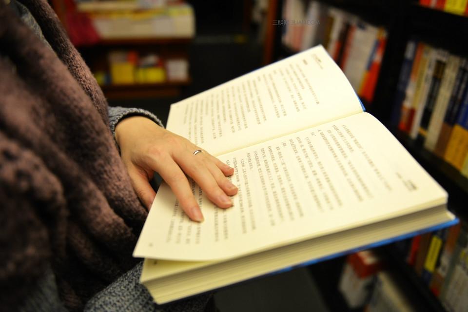 阅读障碍者的福音,这款眼镜让你可以听书了