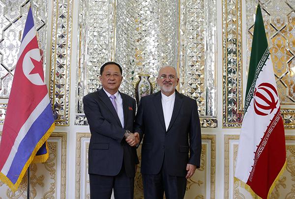 """伊朗遭美制裁首日迎朝外相到访 或互相""""打探美国"""""""