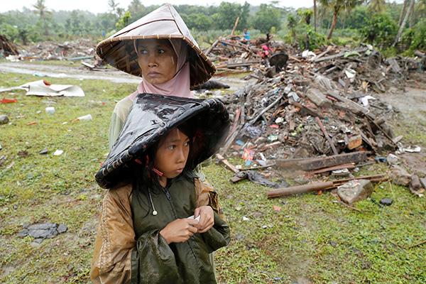 妻子儿子和母亲,先救谁?印尼海啸救援的残酷选择