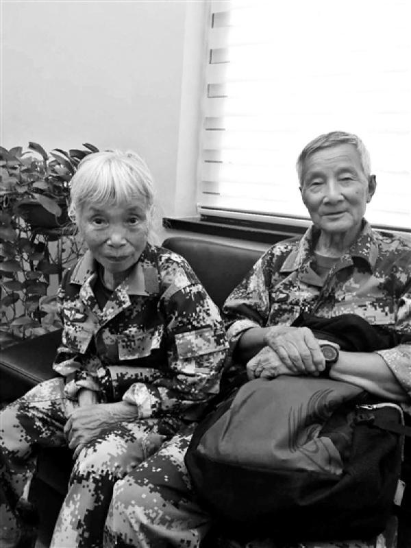 中国首位女空降兵捐千万积蓄银行担心其受骗报警