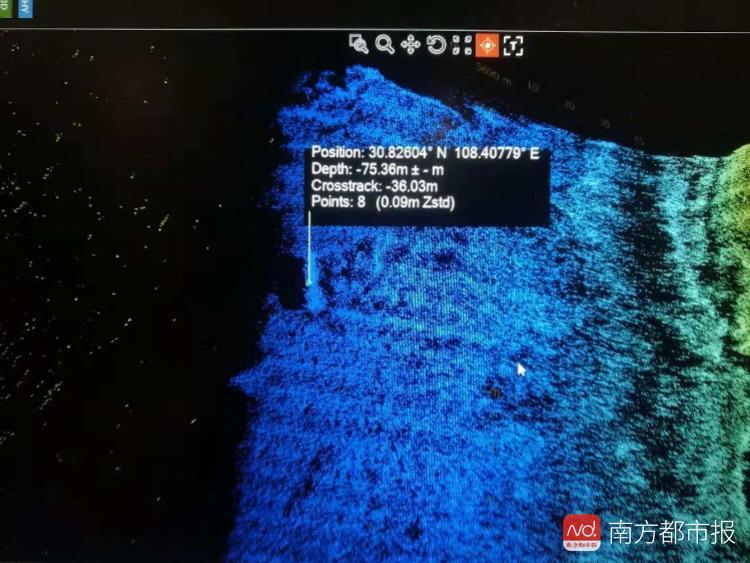 水下发现新的疑似公交沉车点 15名潜水员待命下潜