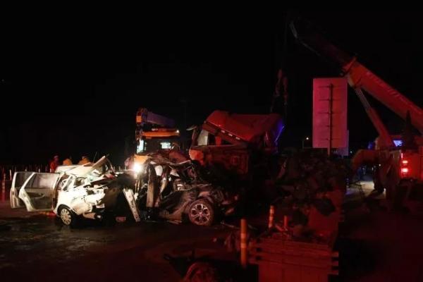 兰州车祸14死34伤:肇事半挂车所属公司称系挂靠车