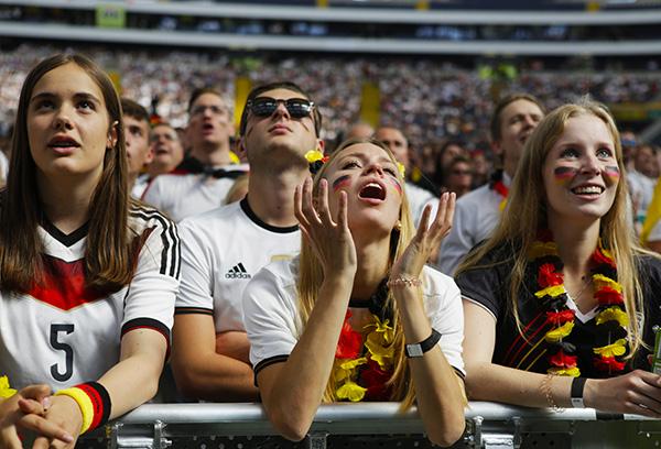 阿尔巴尼亚足球世界排名_足球3号球衣明星_阿尔巴尼亚足球明星