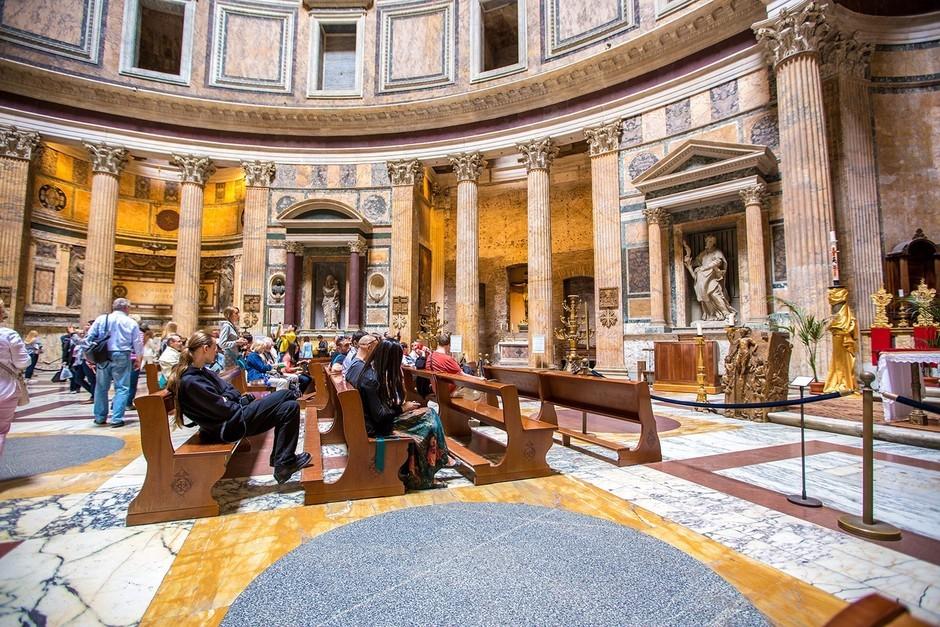 大c游世界 意大利万神殿的内部和周边