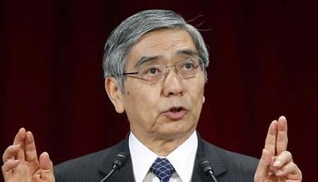 """日本投资公司Wisdomtree首席执行官Jesper Koll表示,安倍专注于维持日本经济稳定性。相比美国等其他国家来说,日本政策具有持续性,也没有高波动性。而目前日本央行短期内还不可能达到2%通胀目标,这就意味着黑田会继续""""稳定、稳定、稳定""""。"""