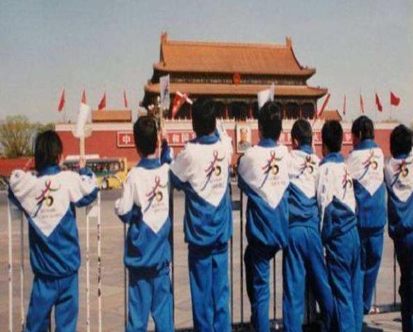 中国特色丑校服,耐得住攀比,塞得进棉裤! - 老泉 - 把酒临风的博客