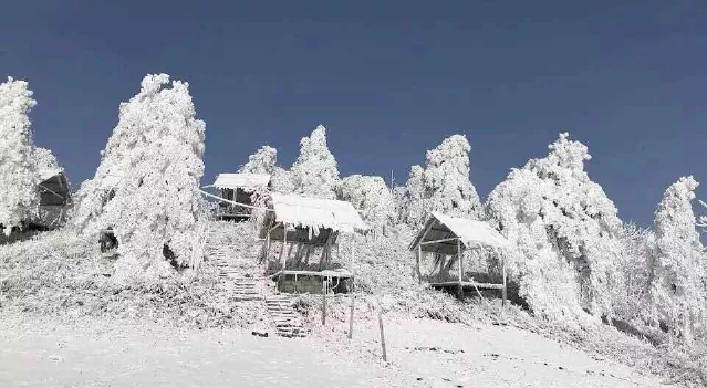 恩施国际滑雪场暨宣恩椿木营五子岩滑雪场建于宣恩县椿木营乡五子