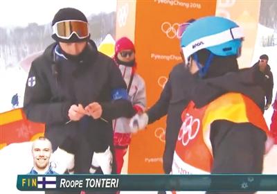 芬兰教练织手套走红