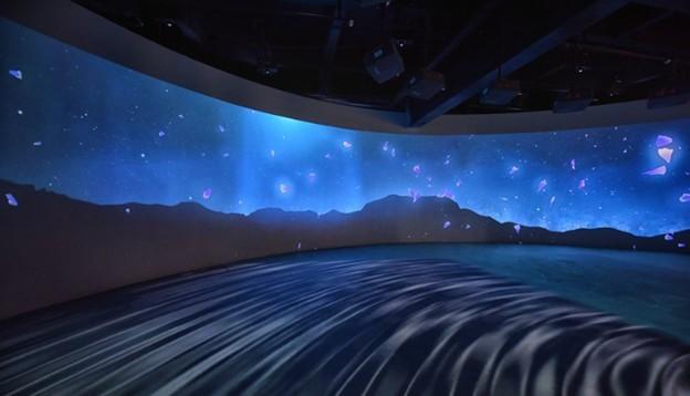 利用投影机投射出来的效果令参观者感到无比震撼