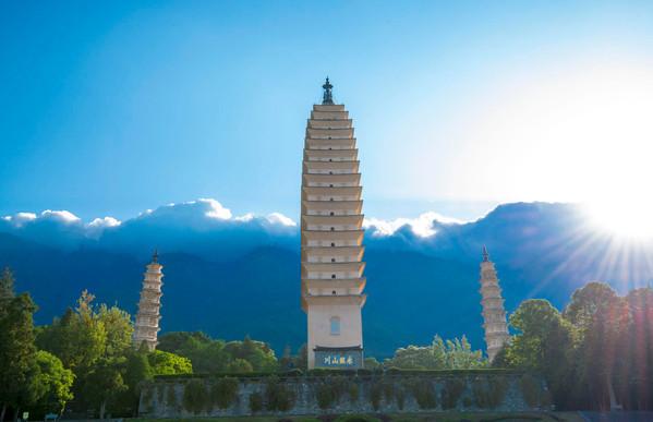 """崇圣寺以寺中三塔闻名于世,又称""""大理三塔"""",是中国著名的佛塔之一"""