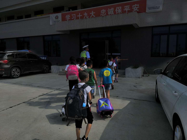 来成都参加夏令营德阳9名小学生高速遇爆胎已安全转移