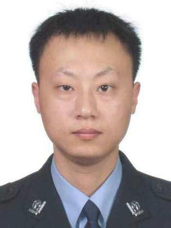 """重庆殉职交巡警杨雪峰执法严格更是""""暖警"""" 公安部来电吊唁"""