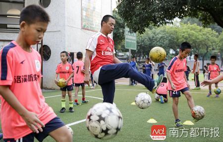 语文老师转型足球教练,未当上职业球员的他希