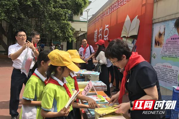 """2018年全国""""我的书屋·我的梦""""农村少年儿童阅读实践活动广西启动"""
