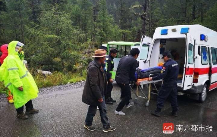 男子非法穿越稻城亚丁时身亡 当地多次提醒并搜救