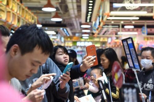 大妈10秒抢完阿拉斯加蟹 香港菜场双12被搬空
