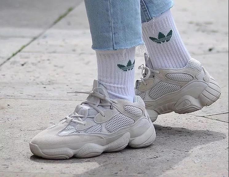 """adidas清楚无法量产就不能实现销售野心,消费者对品牌的热情也需要足够新鲜且能够买到的""""爆款""""作为支撑点"""