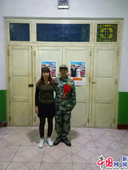 人民子弟兵春节坚守岗位 不忘家中的母亲