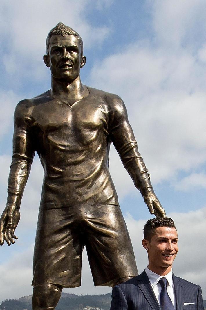 曝尤文要为C罗建雕像 希望把都灵变成足球迪斯尼