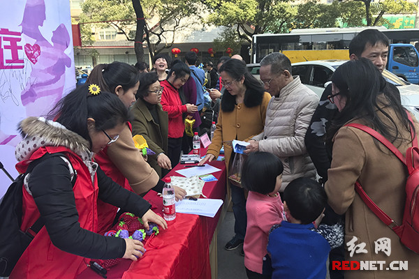 长沙开福区:18家社会组织和社区联动宣传反家暴法