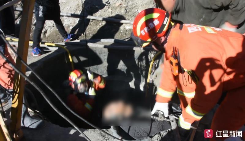 四川康定2工人15米深井中中毒昏迷甘孜消防下井营救