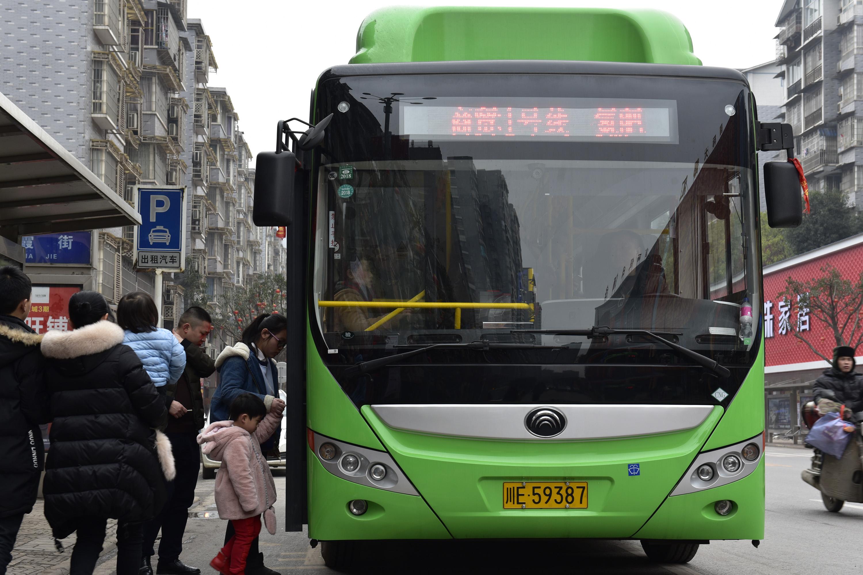 """30辆""""绿色巴士""""上岗 泸州叙永结束无公交历史"""