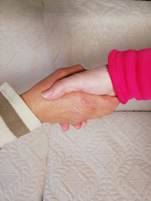 【牵妈妈的手】与您共赴今生母女一场的约定