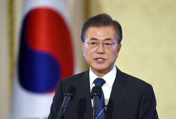 文在寅:或考虑暂停美韩军演 帮助建立与朝的信任