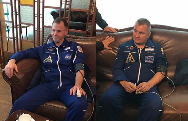 俄联盟飞船逃生宇航员获救 两人神态自若表情轻松