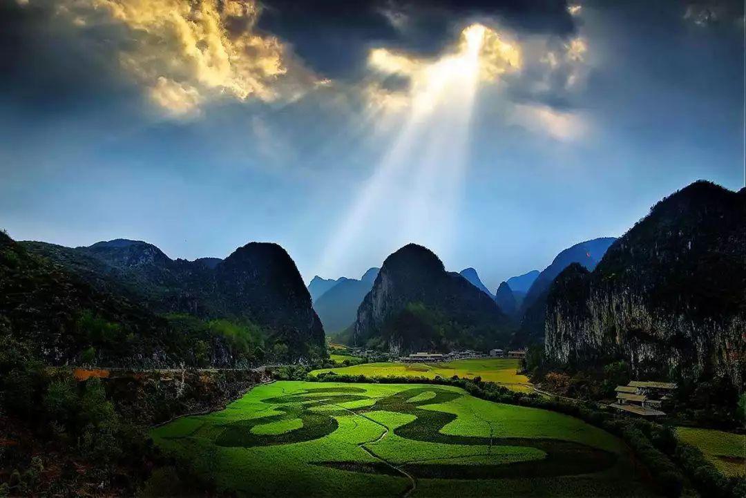 优惠价:0元      龙宫位于贵州省安顺市南郊,   与黄果树风景区