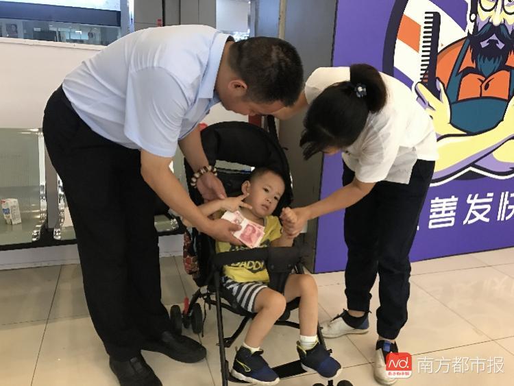 为给东莞这名4岁脑瘫儿治病 患癌奶奶曾想放弃治疗
