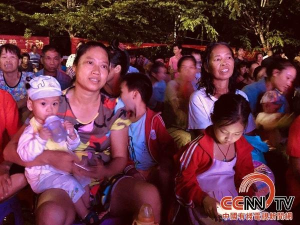 海南:省妇联送宪法宣传现代琼剧《选村官》到